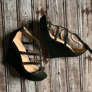 Size 6 Top Moda black strapped wedges